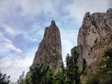 The 2 stones that will impress you as soon as you reach Dinant