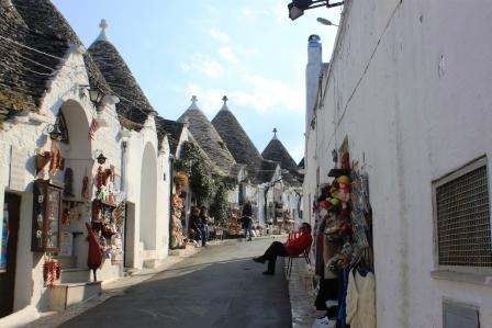 Shops with handcrafted items in Alberobello